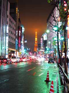 photo,material,free,landscape,picture,stock photo,Creative Commons,Roppongi night view, Tokyo Tower, Rain, road surface, Neon