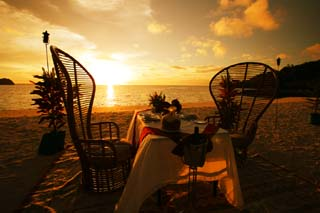 photo,material,free,landscape,picture,stock photo,Creative Commons,Sunset dinner, table, sandy beach, The setting sun, The shore