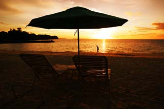 photo,material,free,landscape,picture,stock photo,Creative Commons,A private beach of the setting sun, beach umbrella, sandy beach, The setting sun, silhouette