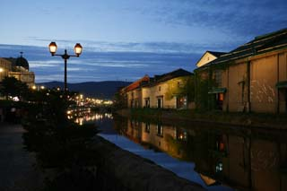 photo,material,free,landscape,picture,stock photo,Creative Commons,Otaru canal evening landscape, canal, streetlight, The surface of the water, brick warehouse