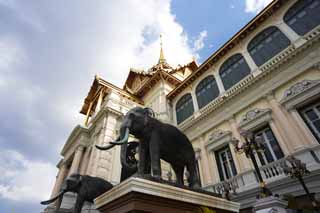 photo,material,free,landscape,picture,stock photo,Creative Commons,Chakri Palace, Gold, An elephant, The royal palace, Sightseeing