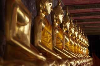photo,material,free,landscape,picture,stock photo,Creative Commons,A golden Buddhist image line of Wat Suthat, temple, Buddhist image, corridor, Gold