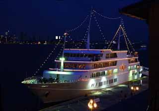 photo,material,free,landscape,picture,stock photo,Creative Commons,The night of the luxurious passenger liner, port, Dinner Cruise, pleasure boat, tourist attraction