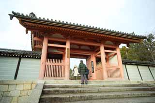 photo,material,free,landscape,picture,stock photo,Creative Commons,Ninna-ji Temple gate built between the main gate and the main house of the palace-styled architecture in the Fujiwara period, I am painted in red, stone stairway, worshiper, world heritage