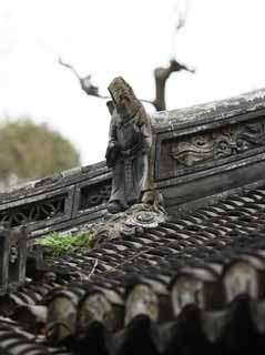 photo,material,free,landscape,picture,stock photo,Creative Commons,Yuyuan Garden roof sculpture, Joss house garden, Buddhist priest, roof tile, Chinese building