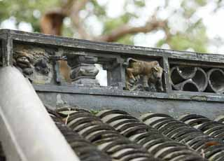 photo,material,free,landscape,picture,stock photo,Creative Commons,Yuyuan Garden roof sculpture, Joss house garden, cow, An animal, Chinese building