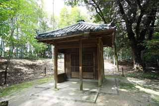 photo,material,free,landscape,picture,stock photo,Creative Commons,Koraku-en Garden small shrine, lattice door, swastika, tiled roof, Takebayashi